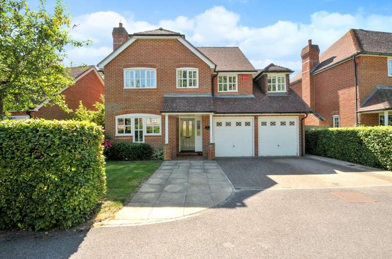 5 Bedrooms Detached House for sale in The Sadlers, Westhampnett, Nr Chichester, PO18
