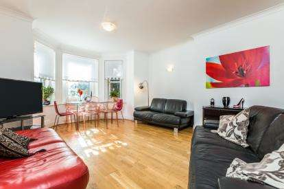 3 Bedrooms Flat for sale in Lennox Mansions, South Parade, Southsea