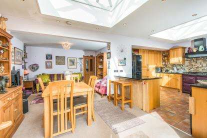 2 Bedrooms Bungalow for sale in Sprowston, Norwich, Norfolk