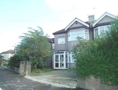 2 Bedrooms Flat for sale in Monroe Crescent, Enfield