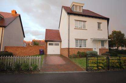 5 Bedrooms Semi Detached House for sale in Wissen Drive, Letchworth Garden City, Hertfordshire