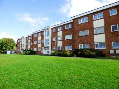 2 Bedrooms Flat for sale in Buttermere Place, Linden Lea, Watford, Hertfordshire