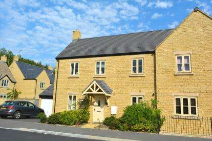 3 Bedrooms Semi Detached House for sale in Beaufort Road, Moreton-In-Marsh, Gloucestershire, Glos