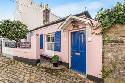 2 Bedrooms Maisonette Flat for sale in Dartmouth, .