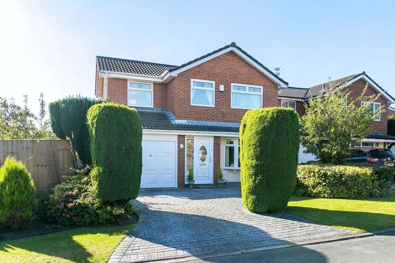 4 Bedrooms Detached House for sale in Woodchurch, Whelley, WN1 3YZ