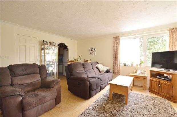 2 Bedrooms Flat for sale in Redlin Court, Linkfield Lane, REDHILL, RH1 1TB