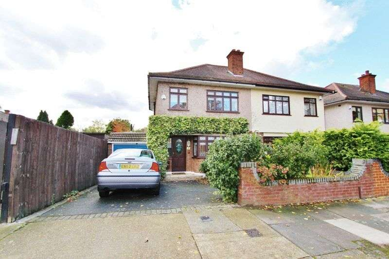 3 Bedrooms Semi Detached House for sale in Victoria Avenue, Collier Row, Romford RM5