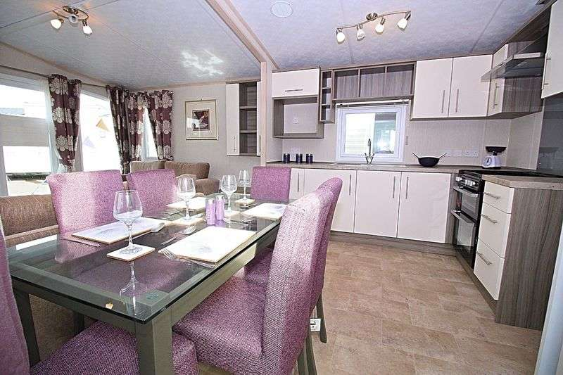 2 Bedrooms Detached Bungalow for sale in West Bay, Bridport