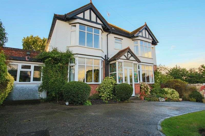 4 Bedrooms Detached House for sale in Hill Road, Theydon Bois, Epping CM16