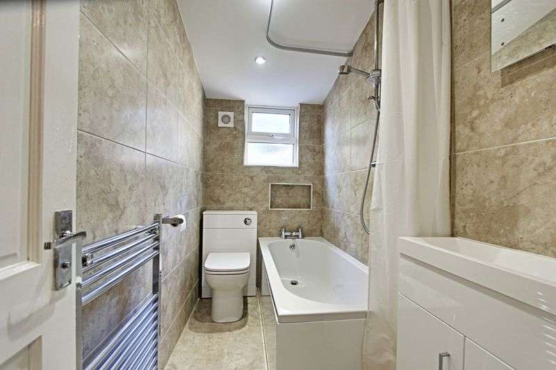 2 Bedrooms Terraced House for sale in Florence Avenue, Hessle