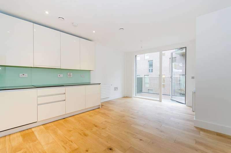 2 Bedrooms Flat for sale in Durham Wharf Drive, Ealing, TW8