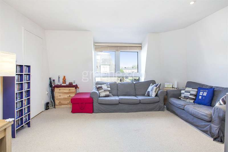 2 Bedrooms Maisonette Flat for sale in Whewell Road, London, N19