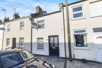 2 Bedrooms Terraced House for sale in Russell Street, Cheltenham, Gloucestershire