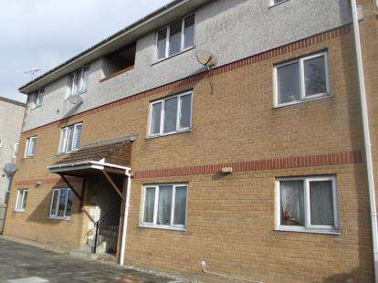 2 Bedrooms Maisonette Flat for sale in Wallace Road, Bodmin, Cornwall