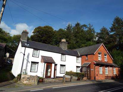 6 Bedrooms Detached House for sale in House and Cottage, Nr Corwen, Conwy, LL21