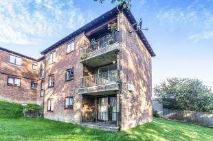 2 Bedrooms Flat for sale in Ashlands, Hilders Farm Close, Crowborough, East Sussex