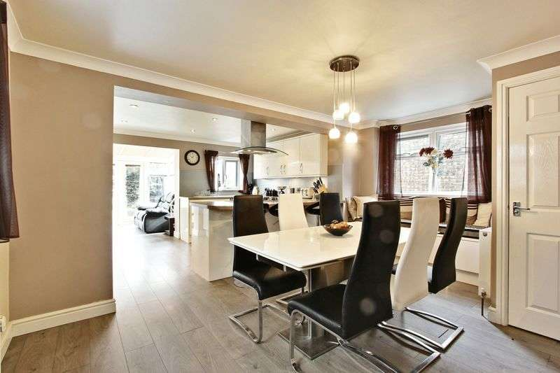 4 Bedrooms Detached House for sale in The Lawns, Anlaby