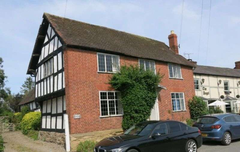 5 Bedrooms Detached House for sale in Kingsland, HR6 9QS