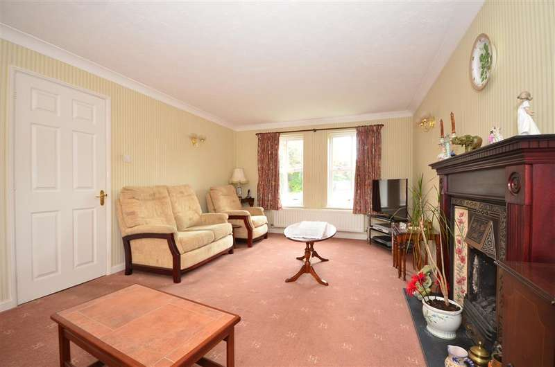 4 Bedrooms Detached House for sale in Eversfield, Southwater, West Sussex