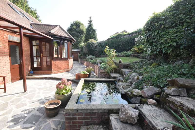 3 Bedrooms Detached House for sale in Seven Ash Green, Chelmsford