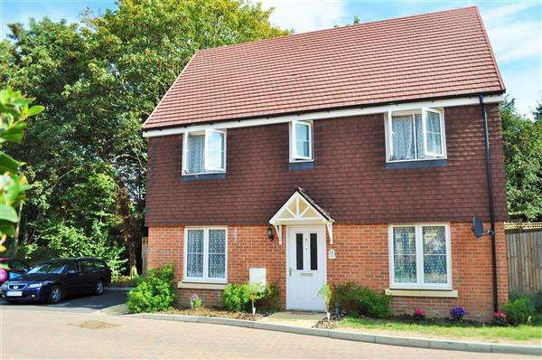 3 Bedrooms Detached House for sale in Fieldfare Drive, Maidstone, ME15
