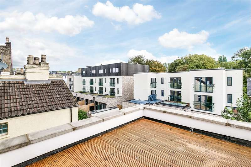 2 Bedrooms Flat for sale in Chivalry Road, Battersea, London, SW11