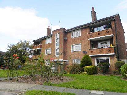 2 Bedrooms Flat for sale in Gore Court, Fryent Way, Kingsbury, London