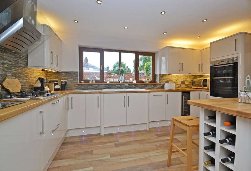 4 Bedrooms Detached House for sale in Church Road, Altofts, Normanton