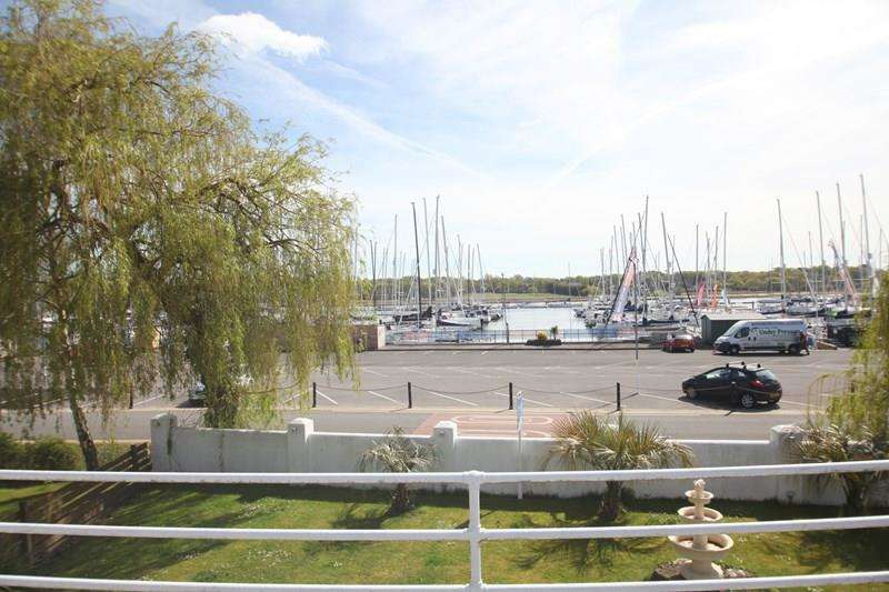 3 Bedrooms Detached House for sale in Crowsport, Hamble, Southampton