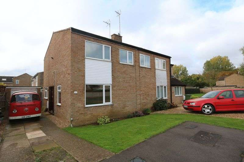 3 Bedrooms Semi Detached House for sale in Dart Close, Newport Pagnell