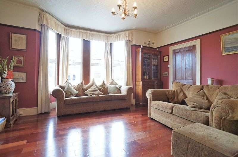4 Bedrooms Semi Detached House for sale in Greenvale Road, London, SE9 1PQ