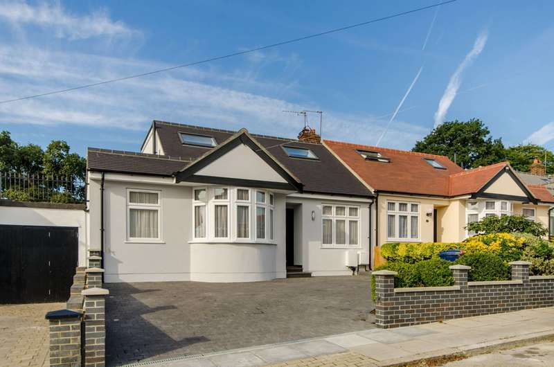 4 Bedrooms Bungalow for sale in Beresford Avenue, Brunswick Park, N20