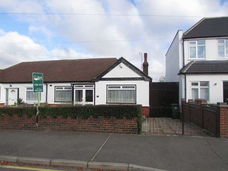 3 Bedrooms Semi Detached Bungalow for sale in Carisbrooke Avenue, Bexley