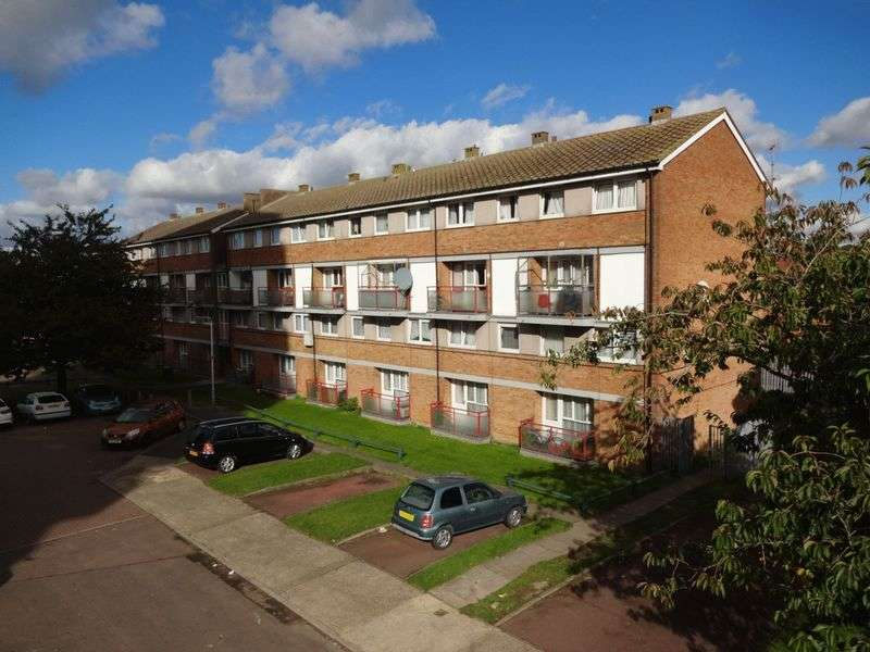 3 Bedrooms Flat for sale in Glaisdale, Luton