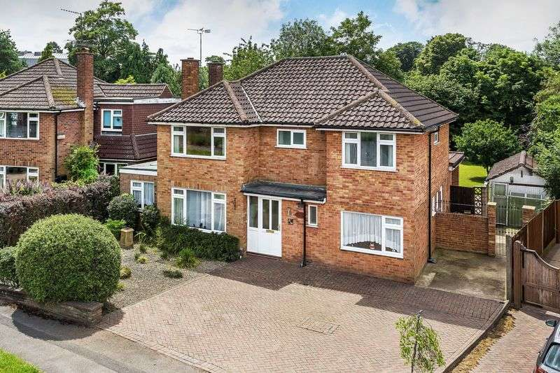 4 Bedrooms Detached House for sale in Tormead Road, Guildford