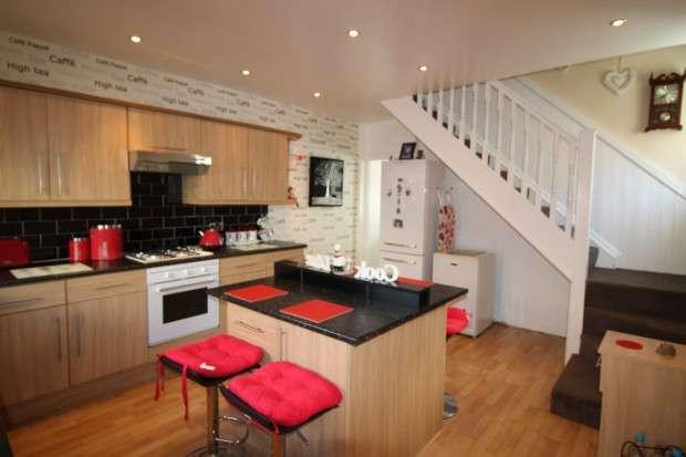 2 Bedrooms Semi Detached House for sale in Bank Street, Blackpool, FY1