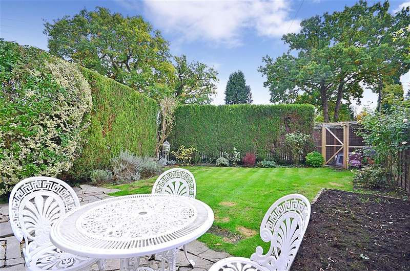 2 Bedrooms Semi Detached House for sale in Parkgate Road, Newdigate, Dorking, Surrey