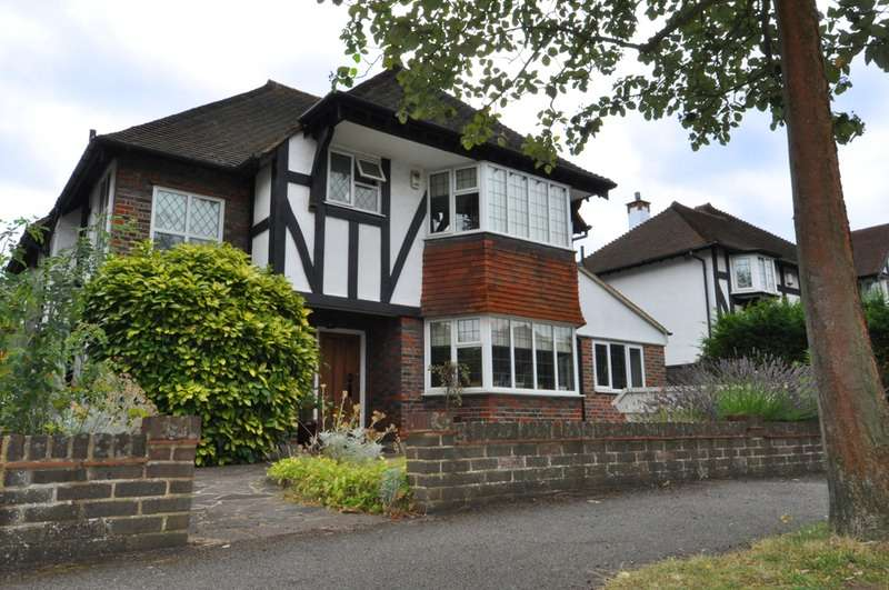 3 Bedrooms Detached House for sale in Anne Boleyns Walk, Sutton, Surrey, SM3