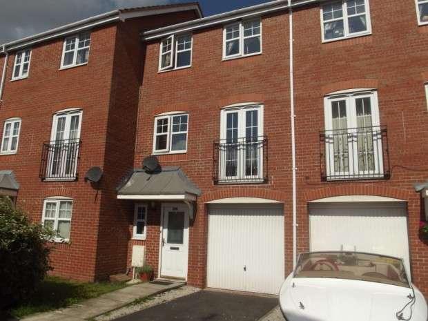 4 Bedrooms Semi Detached House for sale in Park Close, Ribbleton, Preston, PR2