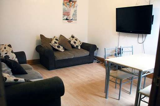 7 Bedrooms Terraced House for rent in Manor Drive, LEEDS CITY CENTRE, LS6