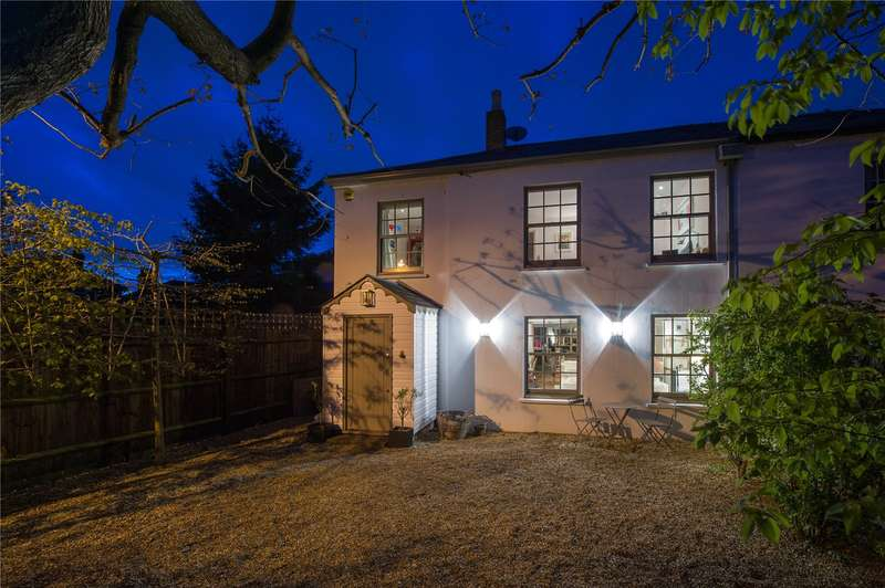 3 Bedrooms House for sale in Pointers Cottages, Wiggins Lane, TW10