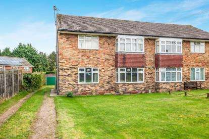 2 Bedrooms Maisonette Flat for sale in Berkeley Avenue, Chesham, Buckinghamshire, England
