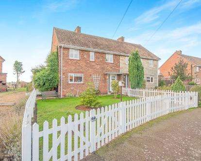 3 Bedrooms Semi Detached House for sale in Manor Estate, Doddington, March, United Kingdom