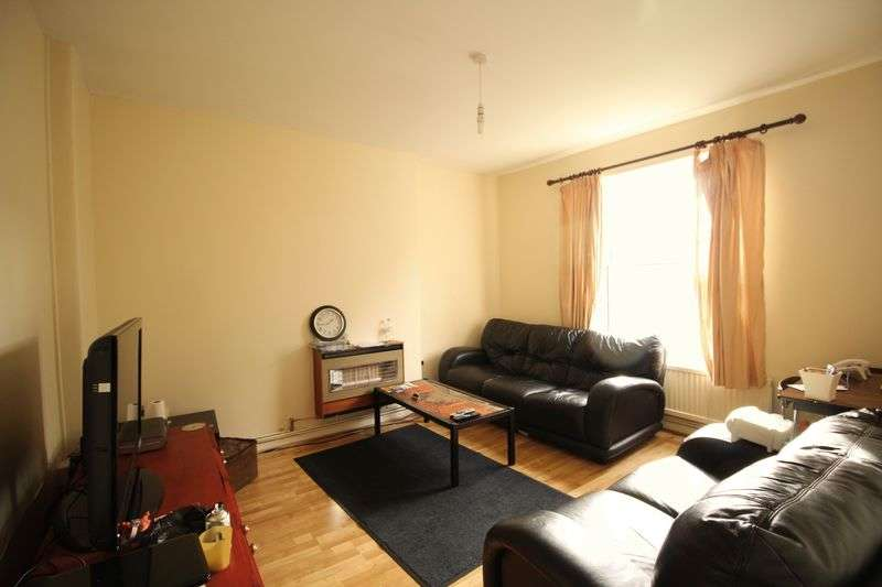 3 Bedrooms Flat for sale in Pembury Road, London