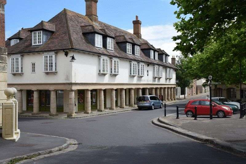 2 Bedrooms Flat for sale in Middlemarsh Street, Poundbury Village.