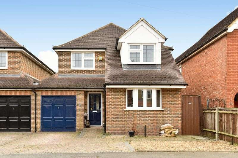 4 Bedrooms Detached House for sale in Oakhill Road, Ashtead