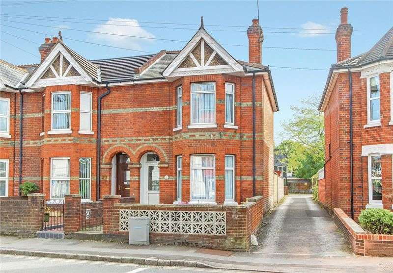 2 Bedrooms Terraced House for sale in Winchester Road, Central Romsey, Hampshire