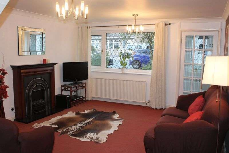 2 Bedrooms Semi Detached House for sale in Hartford Avenue, Heywood