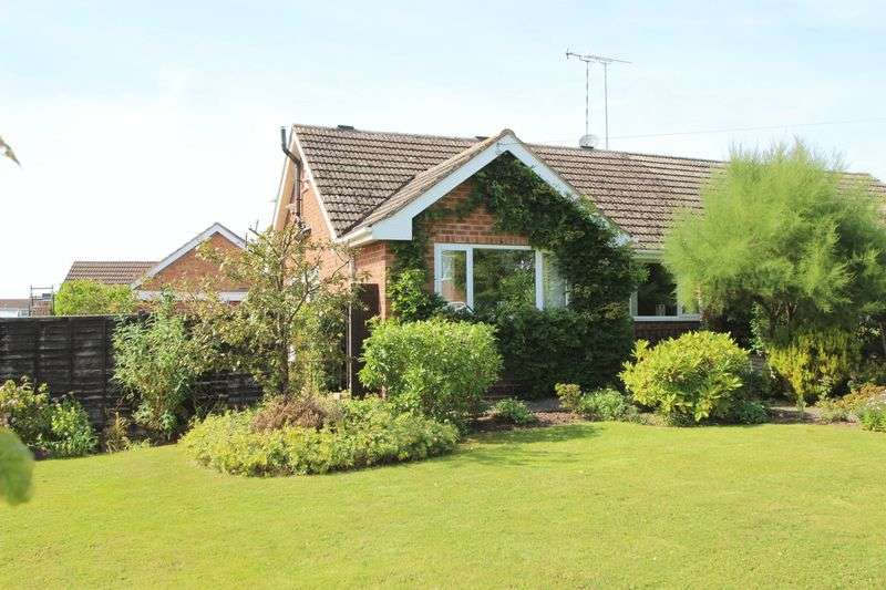3 Bedrooms Detached Bungalow for sale in Winchcombe Road, Alcester
