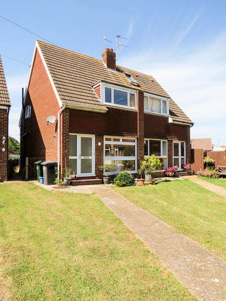 3 Bedrooms Semi Detached House for sale in Farmlands Close, Polegate, BN26